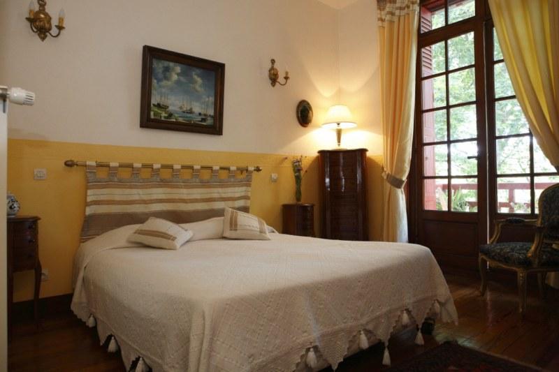 pin chambre d hotes 25 27 rue du petit fort 22100 dinan bretagne france on pinterest. Black Bedroom Furniture Sets. Home Design Ideas